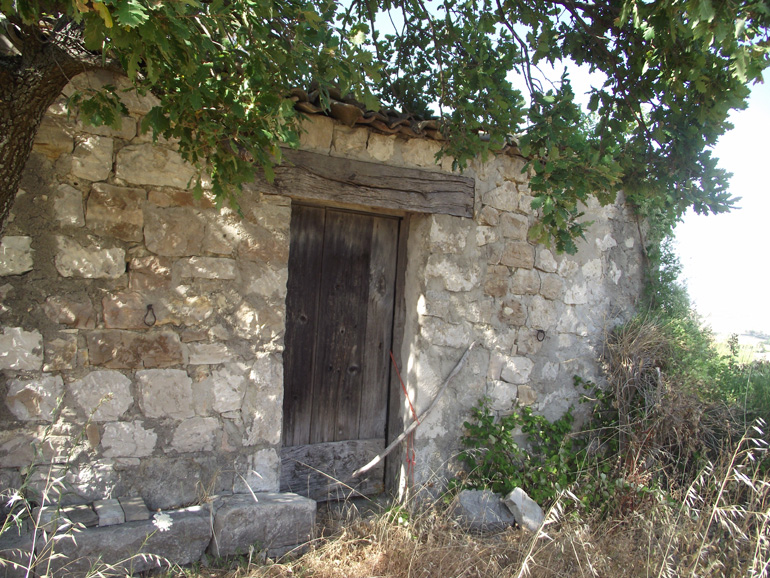 Tiny country house to buy with agricultural land in Italy Molise, Montorio nei Frentani (Cespuglio)