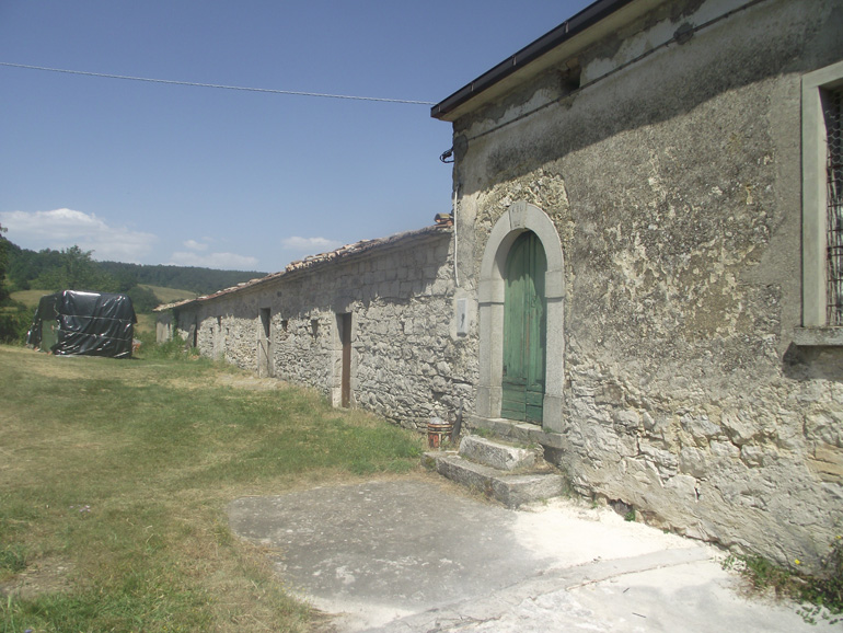 Country House in Italy for sale in need of restoration Molise, Carovilli (Fonte)