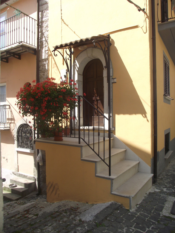 Beautiful restored town house with jacuzzi in Italy Molise, Roccasicura (Angelica)