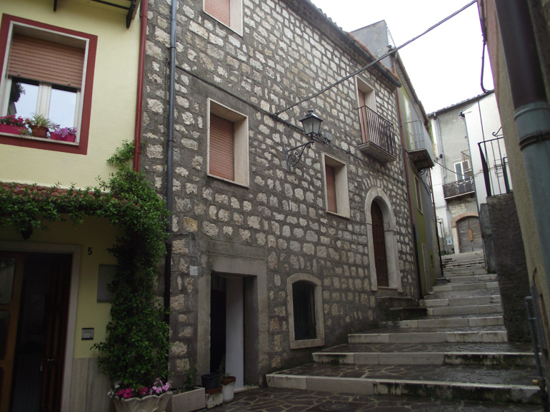 Italian Town house with three bedrooms and a small private terrace