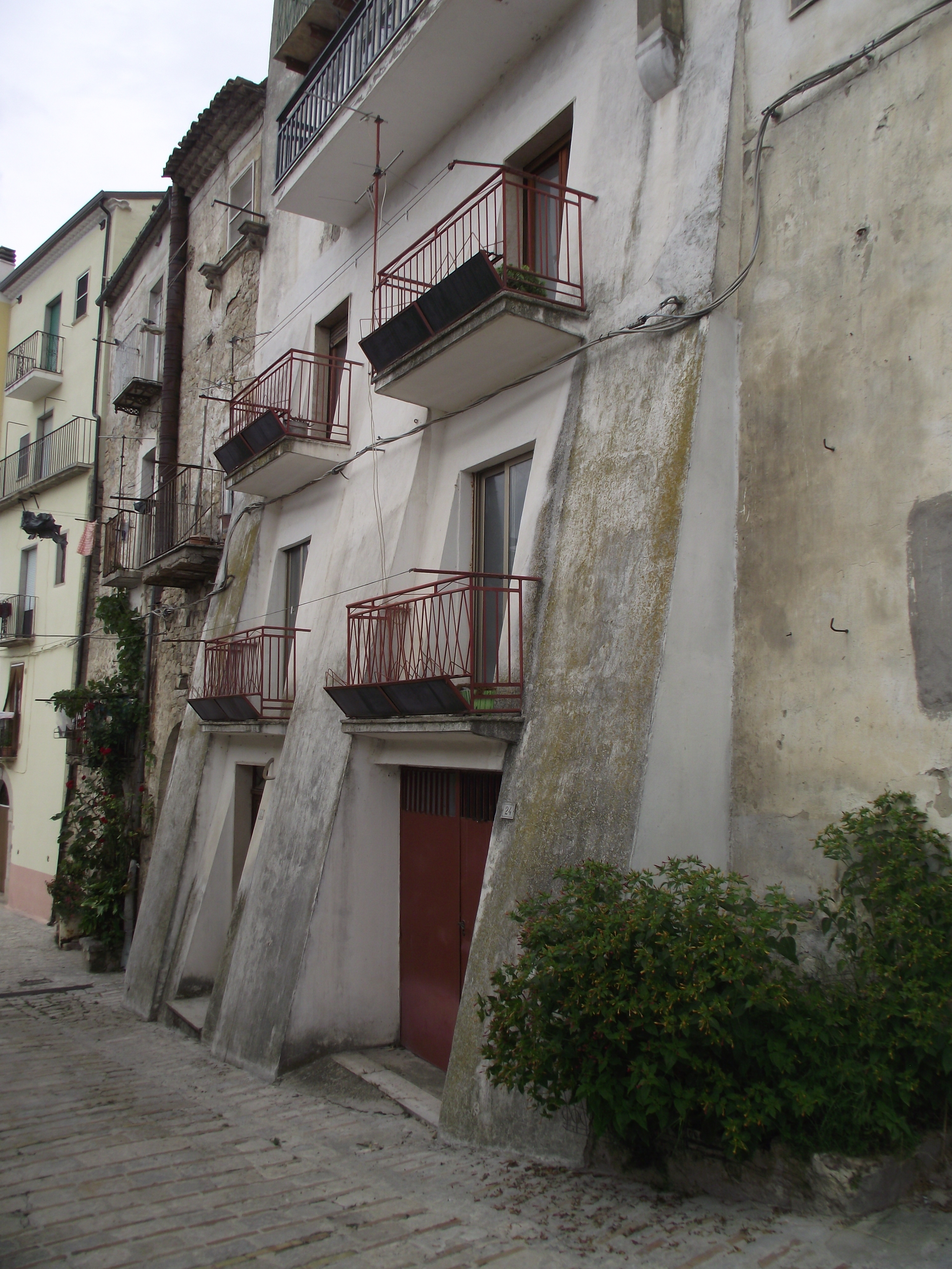 Typical italian town house with wine cellar, garage and two bedrooms