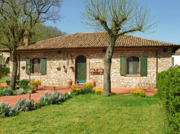 Beautiful 2 bed stone property for sale in Italy