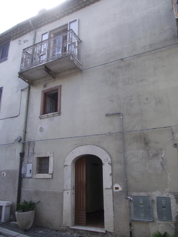 Small town house to restore in Italy with beautiful wine cellar and terrace Molise, Carovilli (Frangia)