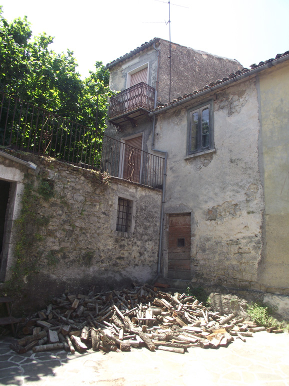 Three bed town house to buy in Italy with terrace to restore Molise, Roccasicura (Terrazzo)