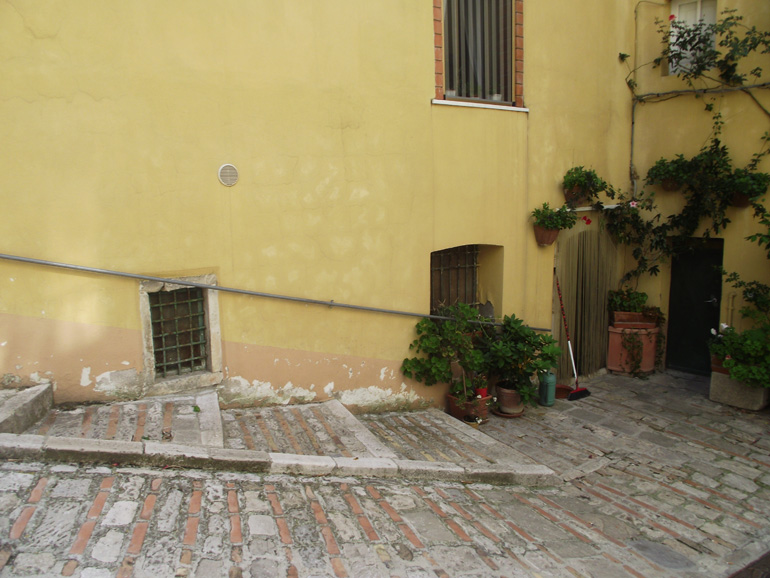 Small apartment for sale Italy with shared entrance in Italy Molise, Lupara (Rosa)