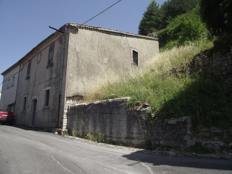 Town House to buy in Italy with vaulted ceilings Molise