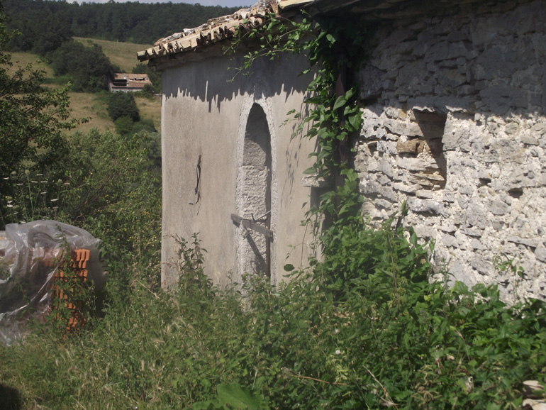 Small Italian country house for sale with columns Molise, Carovilli (Ida)