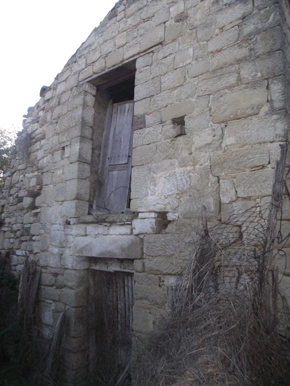 Italian farmhouse built with stone to be restored in Molise Civitacampomarano (Merza)