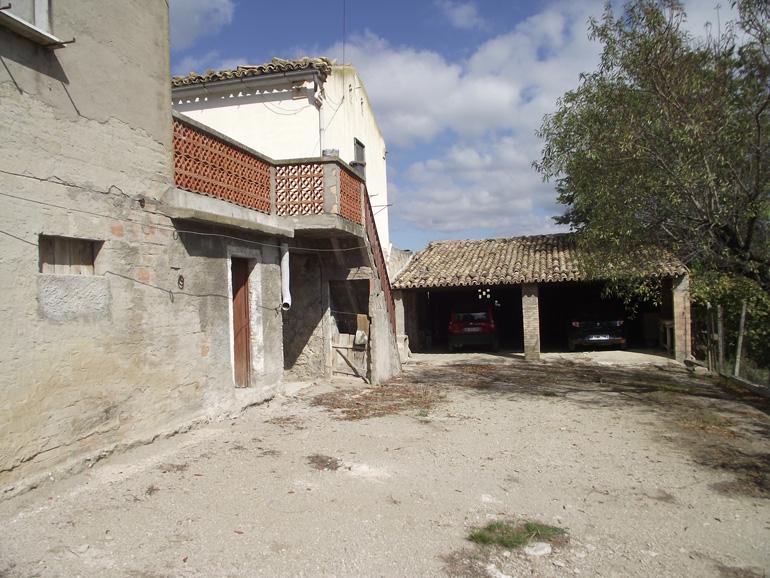 Italian farmhouse with vineyard Casolare Gemma, Pietracatella