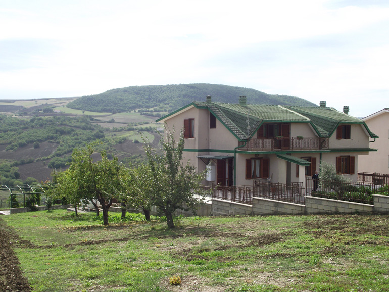 Huge Italian villa for sale with fenced garden, external BBQ- Molise, Bagnoli del Trigno (Di Tosto)