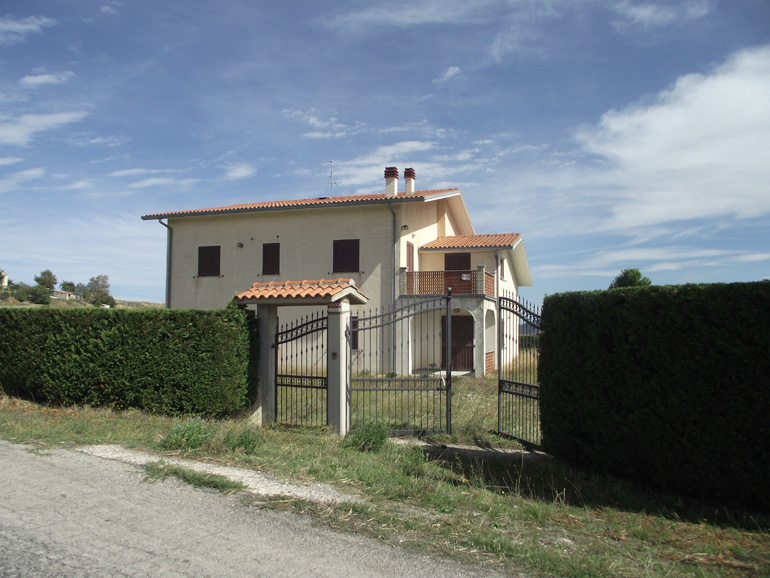 Italian villa for sale with panoramic views in Italy Molise, Salcito (Pierina)
