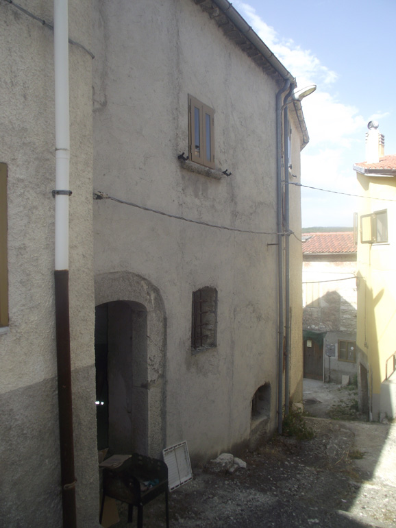 Potential of two bed italian home for sale in the town center Italy Molise, Carovilli (Piero)
