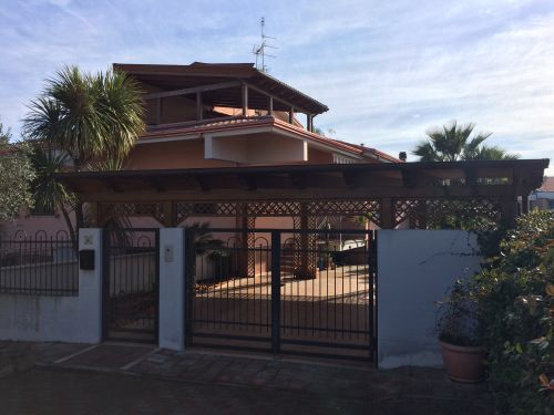 Large semi-detached villa with 4 bedrooms, portico and private garden Termoli Molise Mimosa