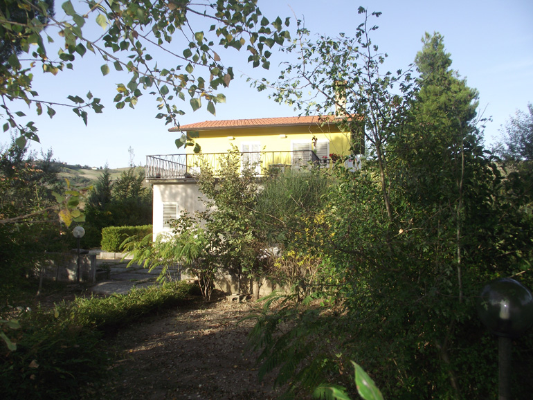 Restored italian villa with terrace and fenced garden in Molise, Castropignano (Giada)