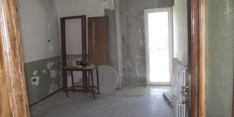 Small town house to buy in Italy