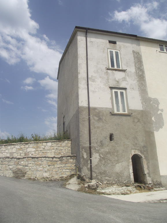 Large rural house with stunning views in Italy Molise, Vastogirardi (Civitella)
