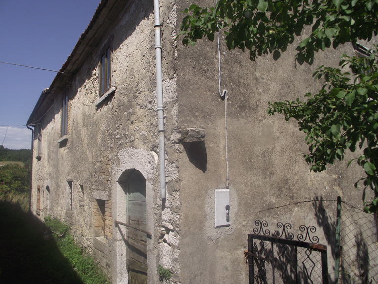 Portion of stone country house in Italy, to restore Molise, Carovilli (Frigole)