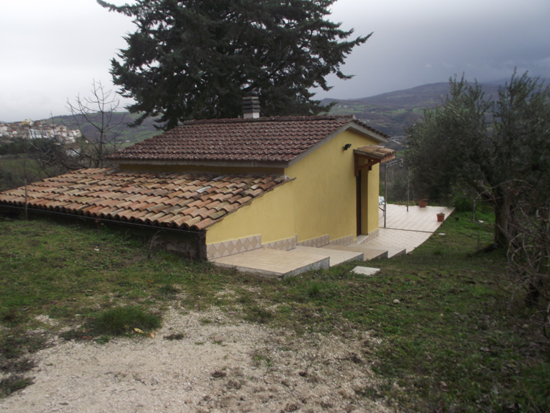 Tiny country house for sale in Italy with garden and patio in Molise, Toro (Fiore)