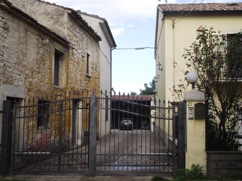 Italian farmhouse with land for sale Italy Molise, Sepino (Corvo)
