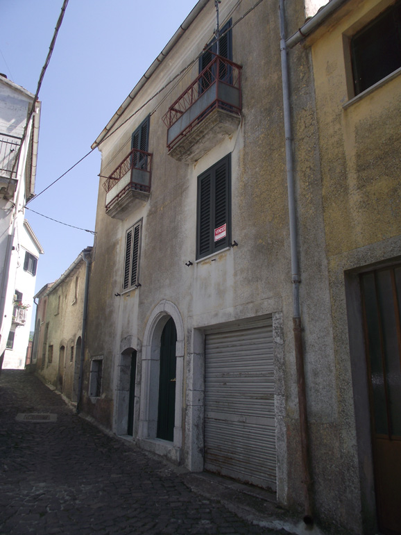 Home in Italy to buy with garage and cellar in Italy Molise, Roccasicura (Sabina)