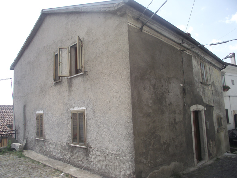 Italian town house with two bedrooms in Italy Molise, Vastogirardi (Blu)