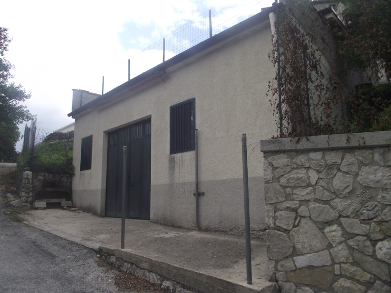 Property Italy-Large property with terrace and garden in Molise, Vastogirardi (Grande)
