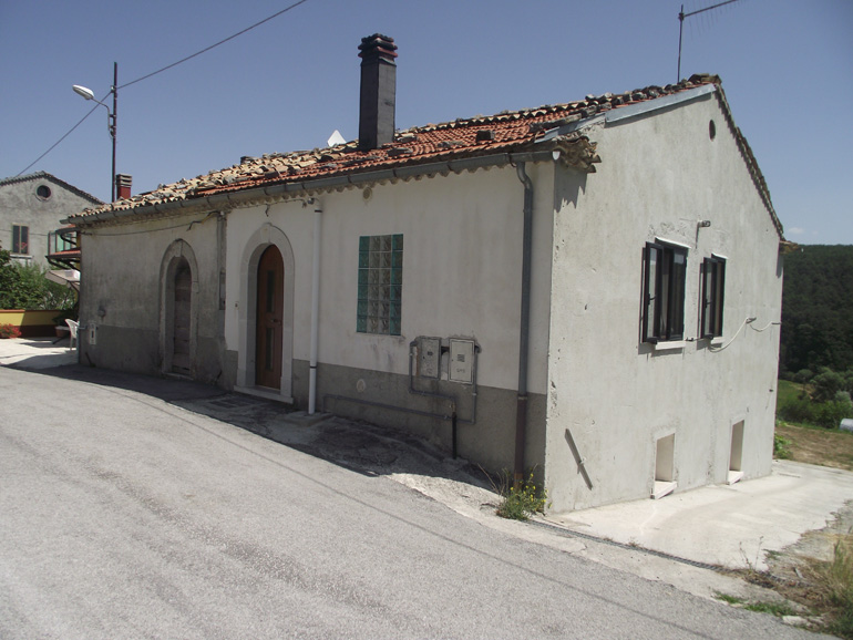 Town house to buy partially restored with stunning views in Italy Molise, Carovilli (Luna)