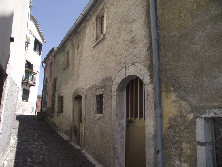 Small apartment to buy in Italy on the first floor to restore in Molise, Roccasicura (Gina)