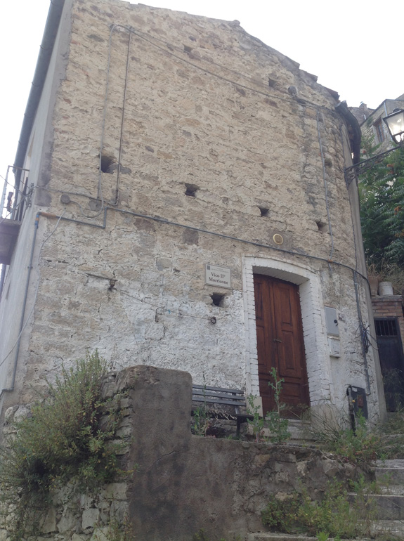 Large town house to buy with panoramic view in Italy Civitacampomarano Molise Casa Arancio