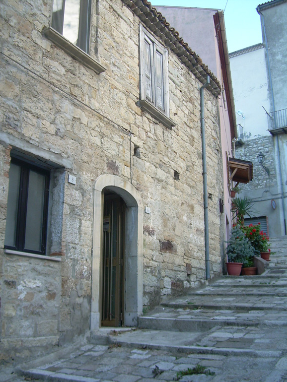 Town House for sale in Italy Casa del Boia, Civitacampomarano