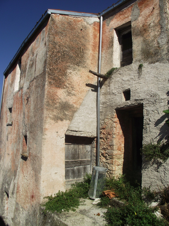 Town home in Italy to restore with small garden in Molise, Roccasicura (Morgana)