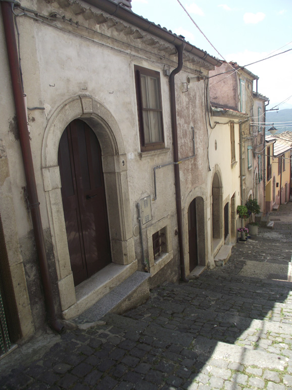 Town house with wine cellar and panoramic view in Italy Molise, Roccasicura (Dario)