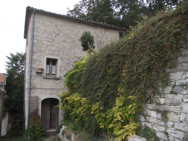 Small town house for sale with private garden in Italy, Cercemaggiore Molise Casa Ciliegia
