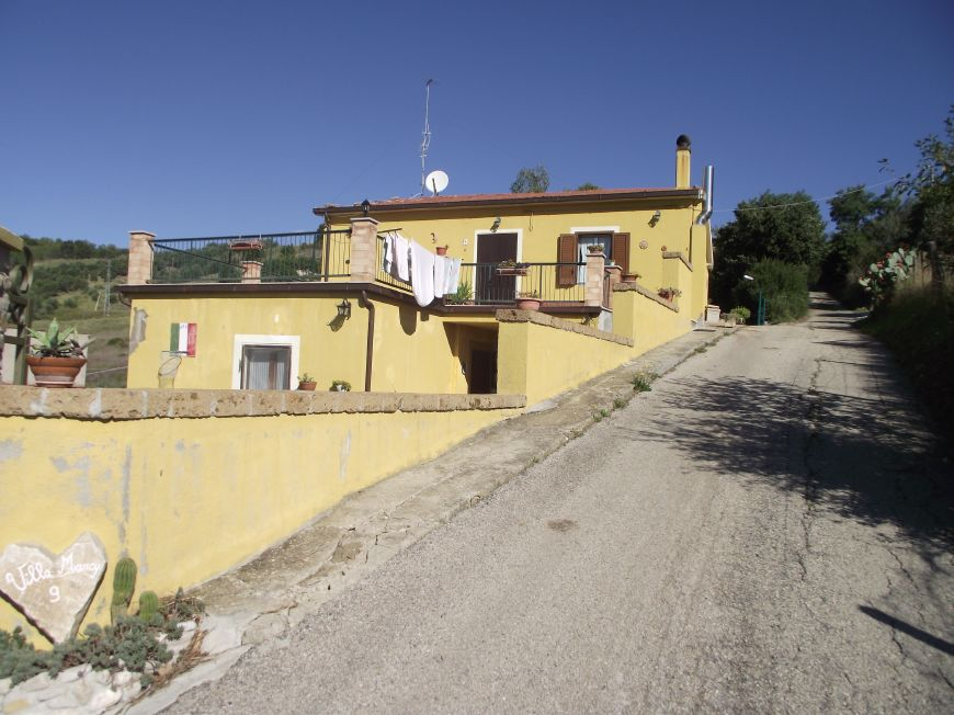 Huge three bed villa overlooking the lake- Molise Guardialfiera Sorriso