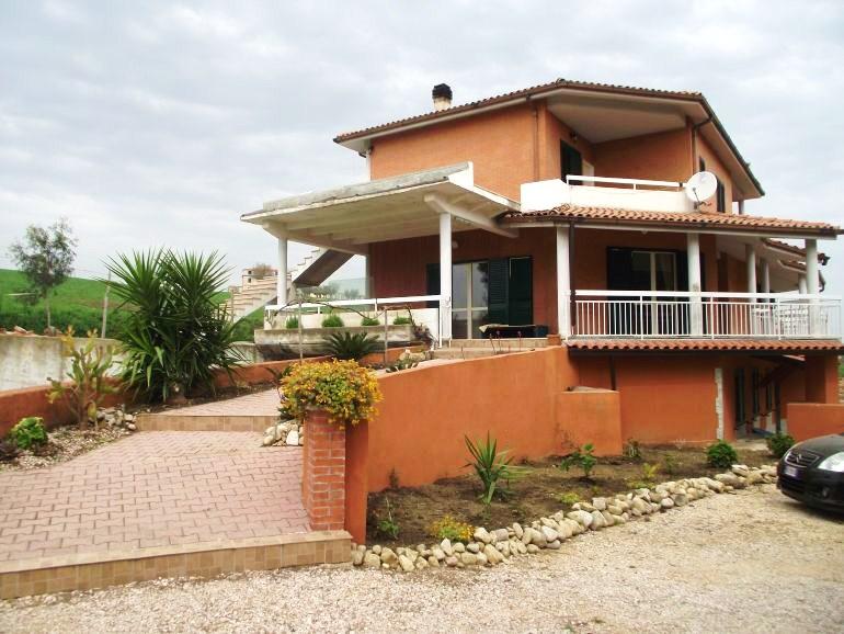 Modern villa,7 beds, garden close to the sea Guglionesi – Fresia