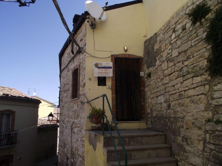 Habitable house in the old town center – Mandorla