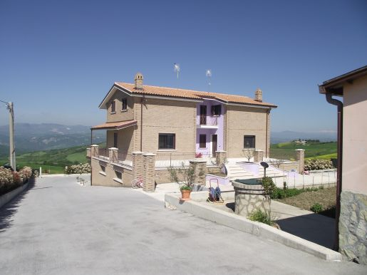 Detached villa with restaurant – Colle