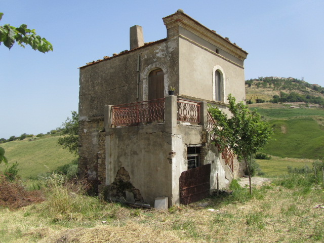 Rural house with panoramic land – Rustica