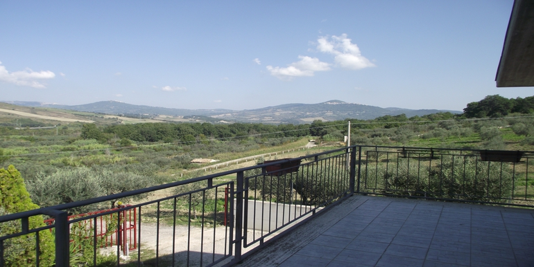Villa for sale in Molise 3 beds, terrace and portico
